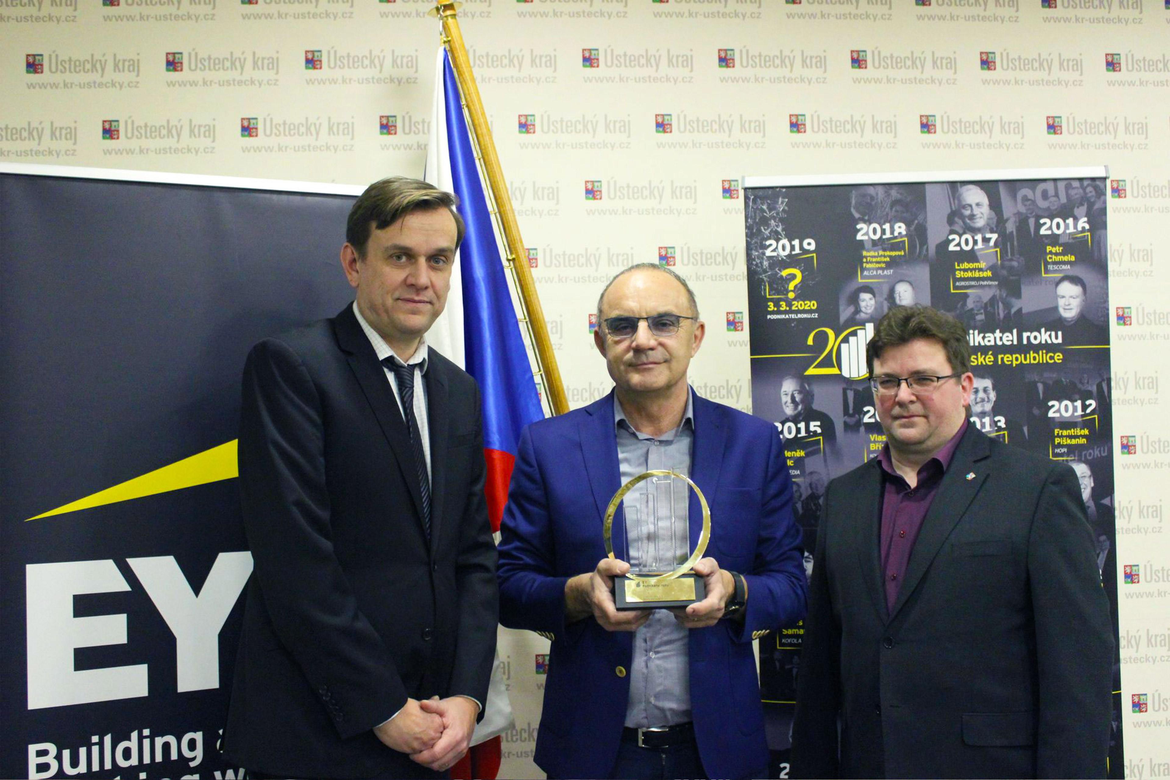 Zleva: Michal Půr (info.cz), Vlastimil Sedláček (SEKO Aerospace, EY Podnikatel roku 2019 Ústeckého kraje), Miroslav Andrt (radní Ústeckého kraje)