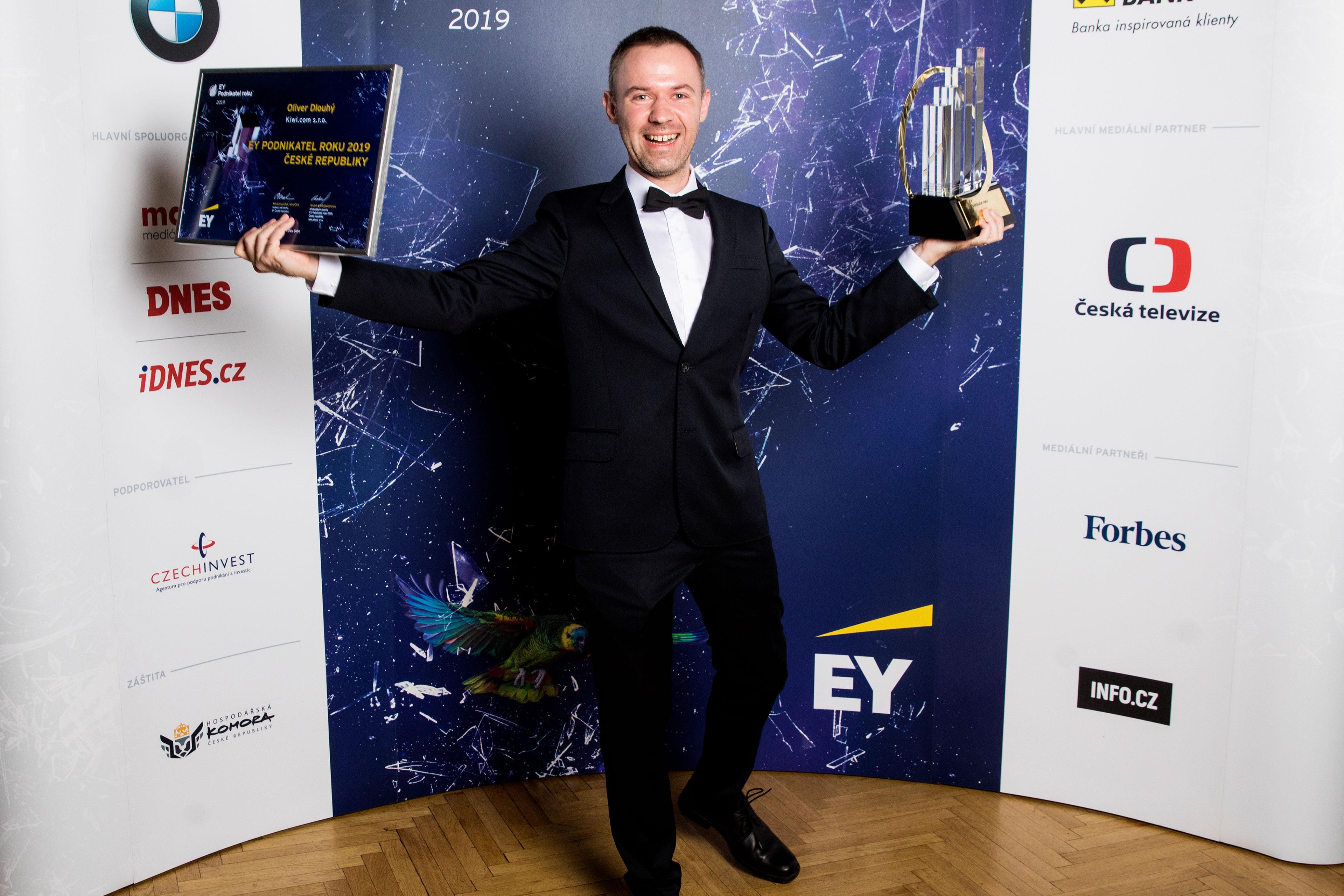 ey-foto-1-podnikatelem-roku-2019-eske-republiky-je-oliver-dlouhy-zakladatel-globalniho-start-upu-kiwi-com-sro