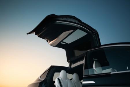 Business model Tesly je na míle vzdálený klasickým automobilkám