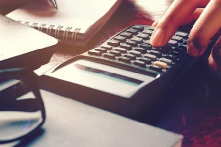Při výpočtu solidární daně je možné uplatnit daňovou ztrátu z předcházejících období