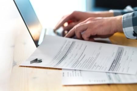 GRŘ vydalo metodický pokyn k posečkání úhrady záloh ze závislé činnosti a srážkové daně