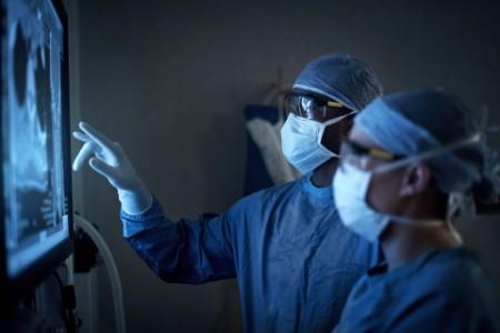 Darování ochranných pomůcek v době koronaviru