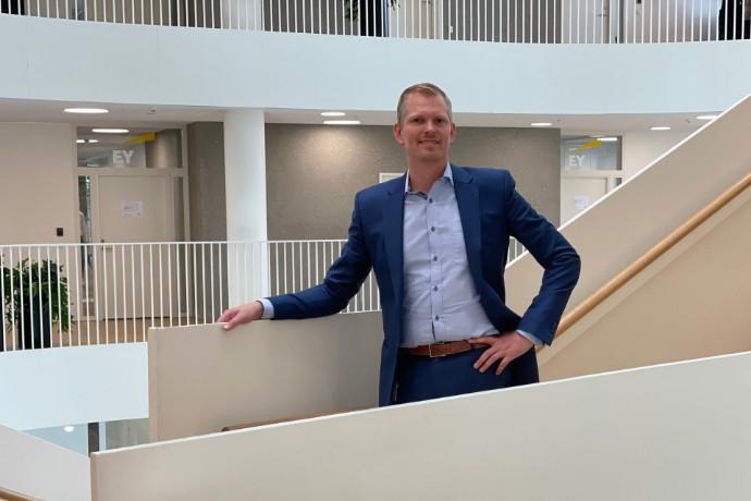 Unge medarbejdere arbejder globalt fra EY i Esbjerg