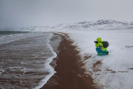 fotograf ved havet om vinteren
