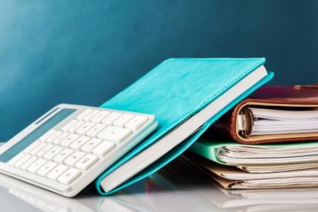 Taschenrechner und Bücher
