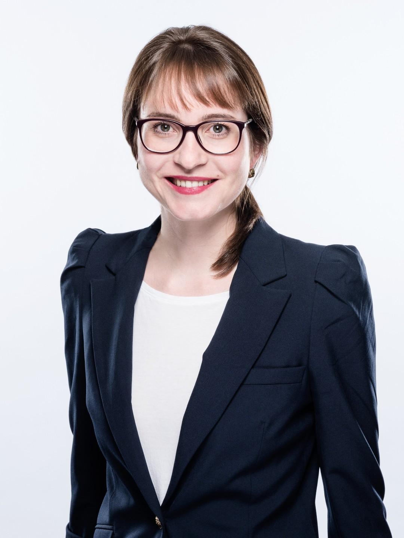 Marie-Theres Hops, Managerin im Bereich Consulting, teilt ihre persönlichen Erfahrungen zum Thema personal brand und wie diese ihr dabei geholfen haben, sich erfolgreich im Job zu positionieren.