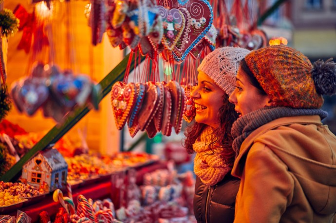 Deutsche bleiben zu Weihnachten spendabel: Geschenkbudgets fast auf dem Rekordniveau des Vorjahres