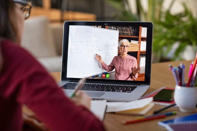 Studierende sehen Corona als Digitalisierungsbeschleuniger – Mehrheit erwartet positive Auswirkungen