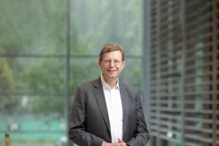 Porträtfoto von Helmut Rundshagen