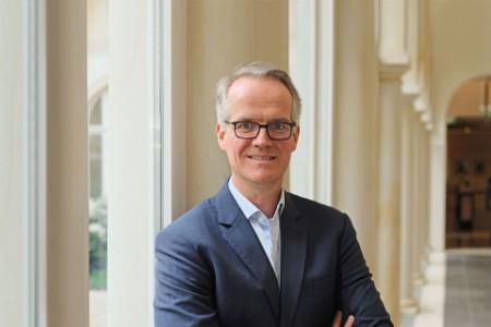 Dr. Henrik Ahlers