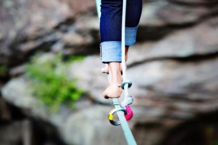 Balanceakt auf einem Seil