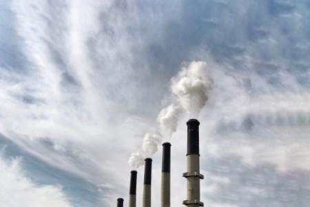 CO2 Ausstoß aus Schornsteinen