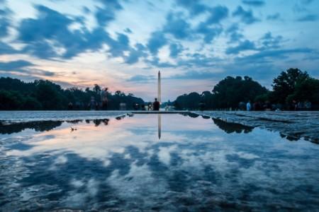 Reflektierendes Wasser der National Mall in Washington