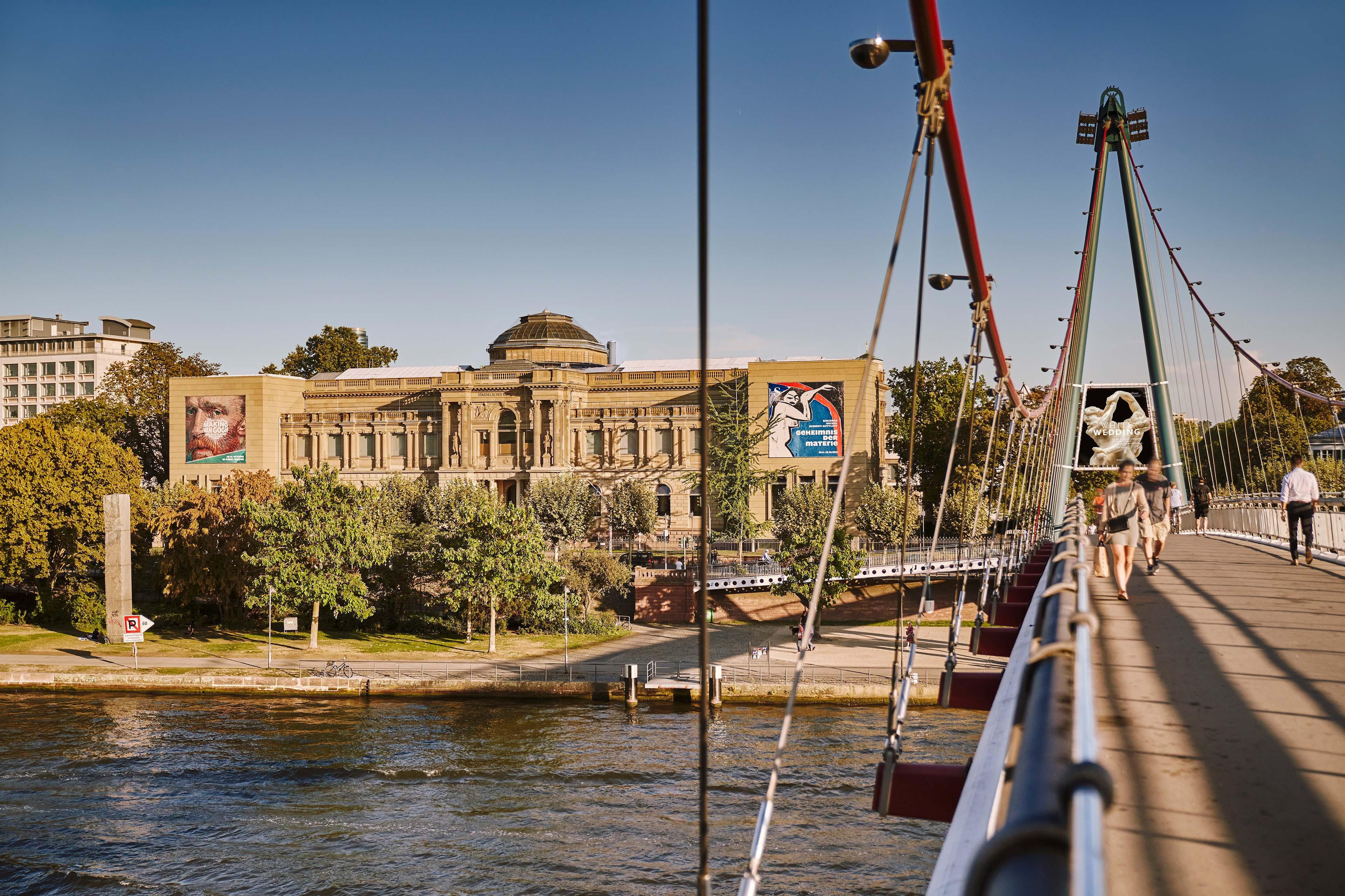 Städel Museum, Außenfassade und Holbeinsteg