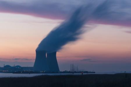 Schornsteine blasen Kohlenstoffdioxid in die Luft