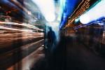Verschwommene Lichter von Zügen