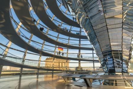 Reichstagskuppel mit Besuchern