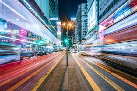 Beleuchtete Straße Langzeitbelichtung