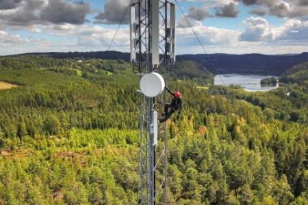 Arbeiter an Telekommunikation Mast