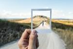 Polaroid Foto vor Dünenlandschaft