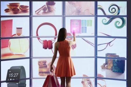 Women is shopping