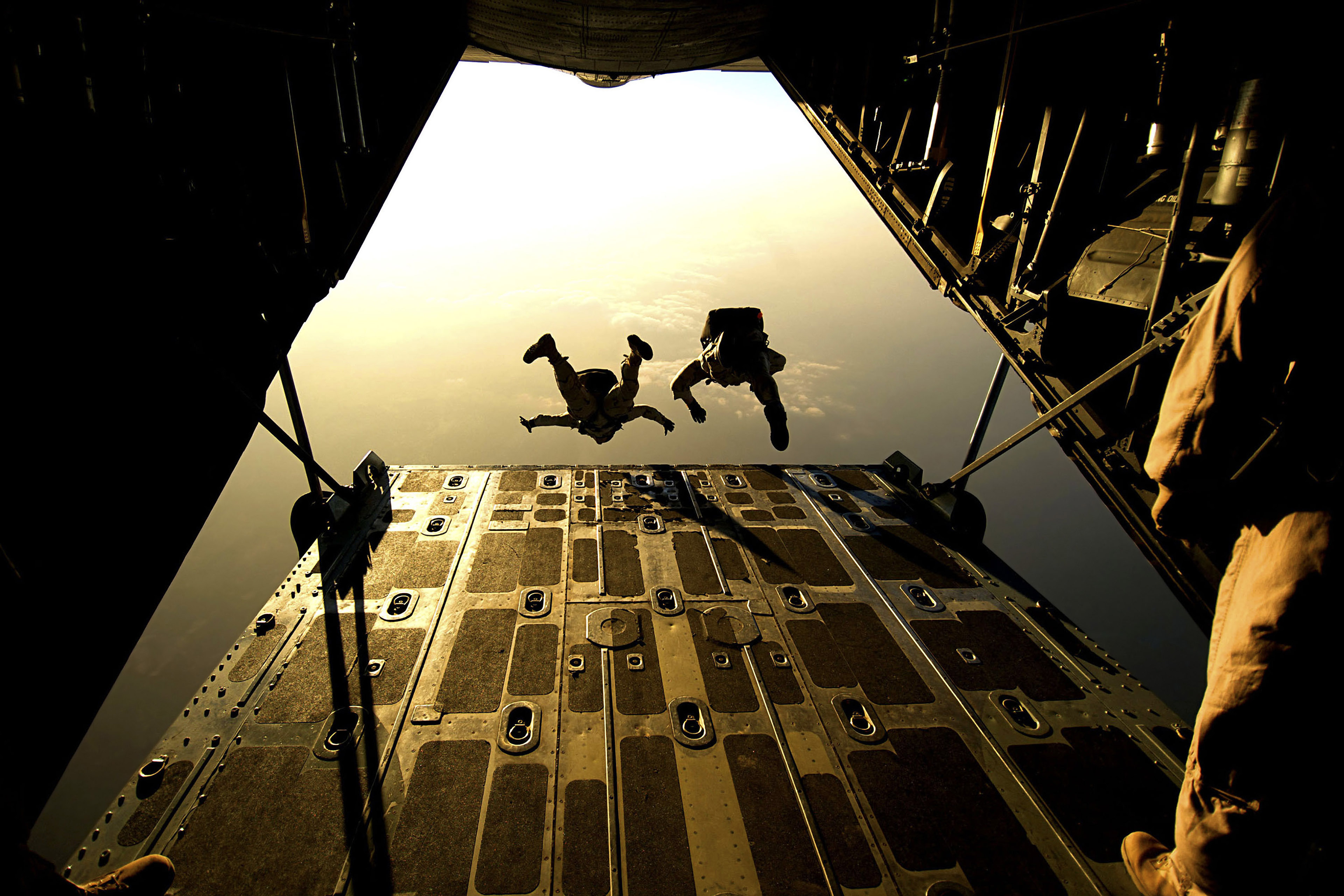 Military skydiving