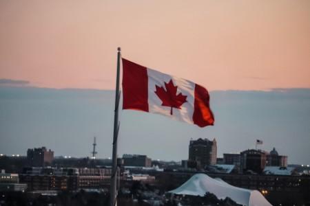 EY - Canadian flag