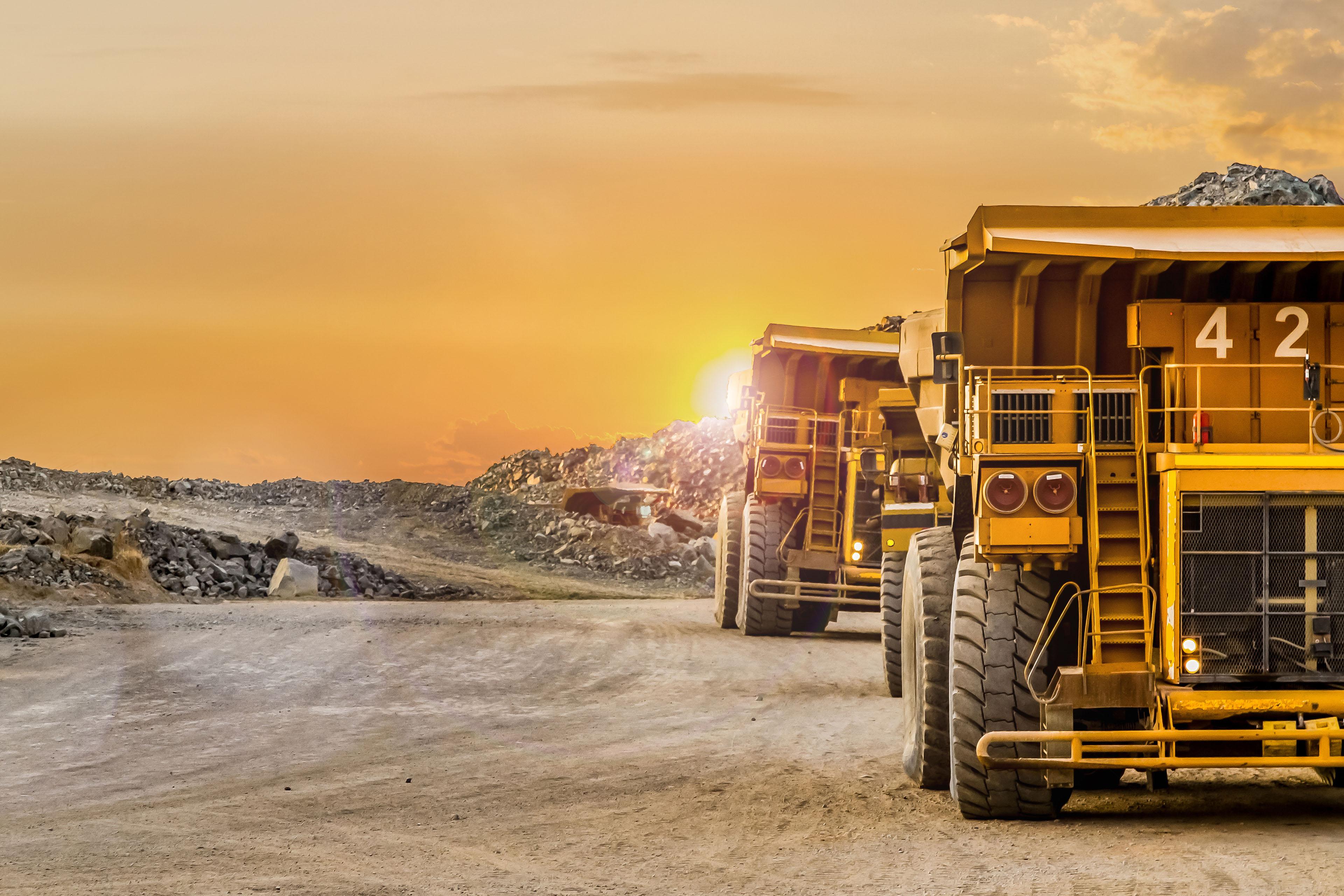 Ey - Oversized mining dump trucks