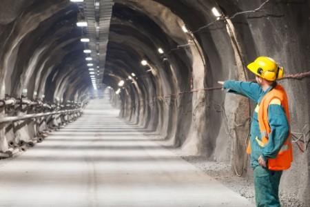 EY - Tunnel worker