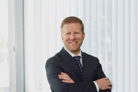 Portrait photo of Tobias Meyer
