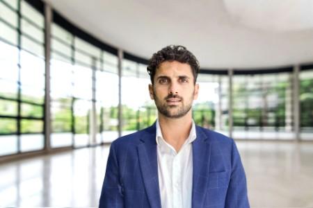 Ein Porträtfoto von Fabiano Piccinno