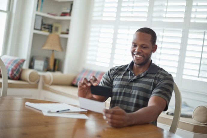 EY TaxChat™ enters global consumer market for personal tax filing