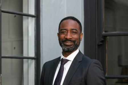 Photographic portrait of Jomo Owusu