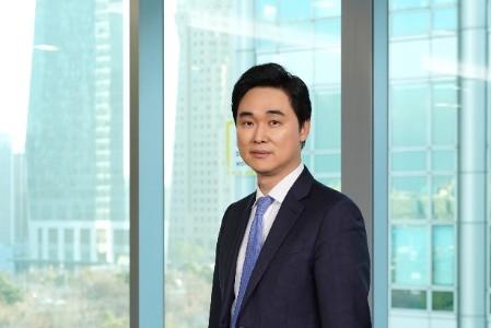 Photographic portrait of Joonyoung Byeon