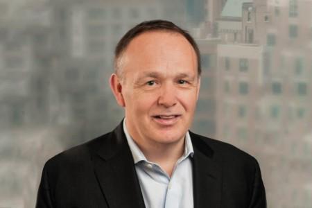 Photographic portrait of Tim Gordon