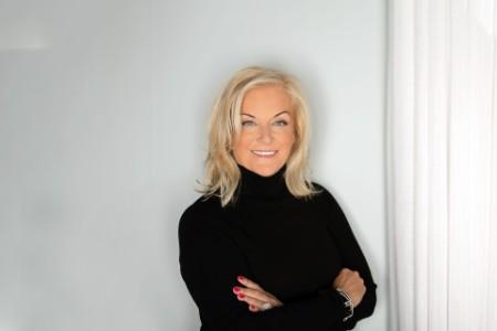 Photographic portrait of Karyn Twaronite