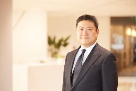A photographic portrait of Ken Arahari