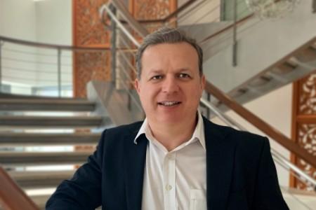 Photographic portrait of Mark Bennett