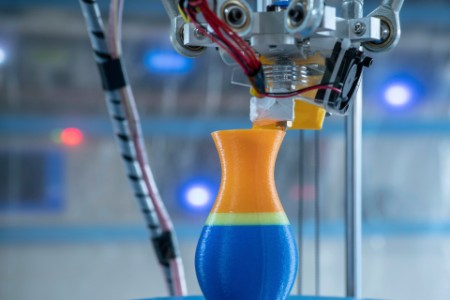 3d printer creating a vase