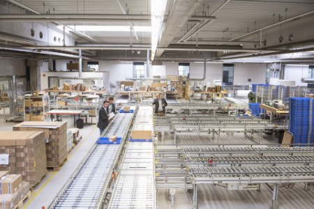 ey-three-businessmen-at-conveyor-belt-in-factory