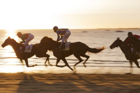 Racing-horses-on-beach