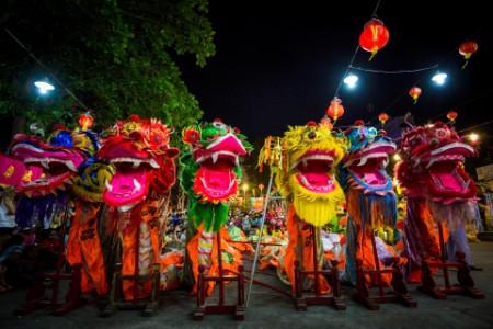 Celebración del Año Nuevo Lunar Chino danza del dragón