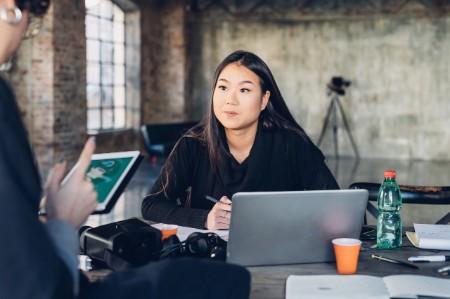 Designers trabalhando em estúdio