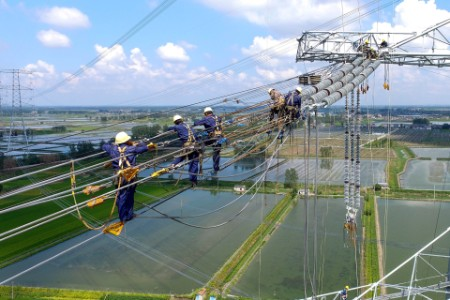 power-workers-line-repair