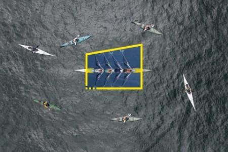 Reestruture o seu future - imagem estática de profissionais de remo dentro de uma canoa