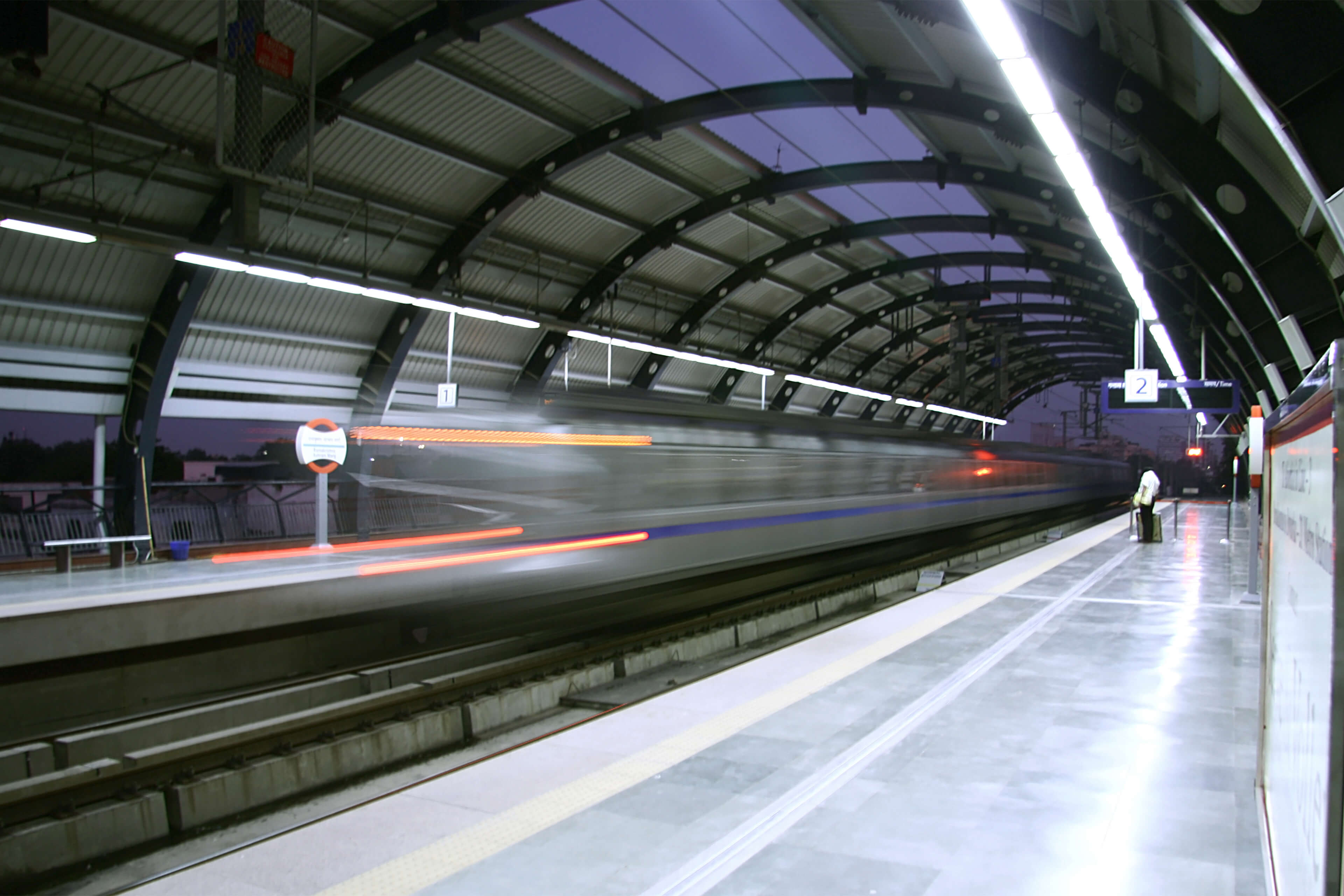 Metro India – train speeds past empty platform