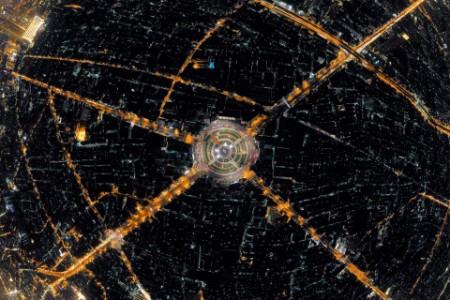 Vista aérea de la rotonda Wongwian Yai en la noche Bangkok Tailandia