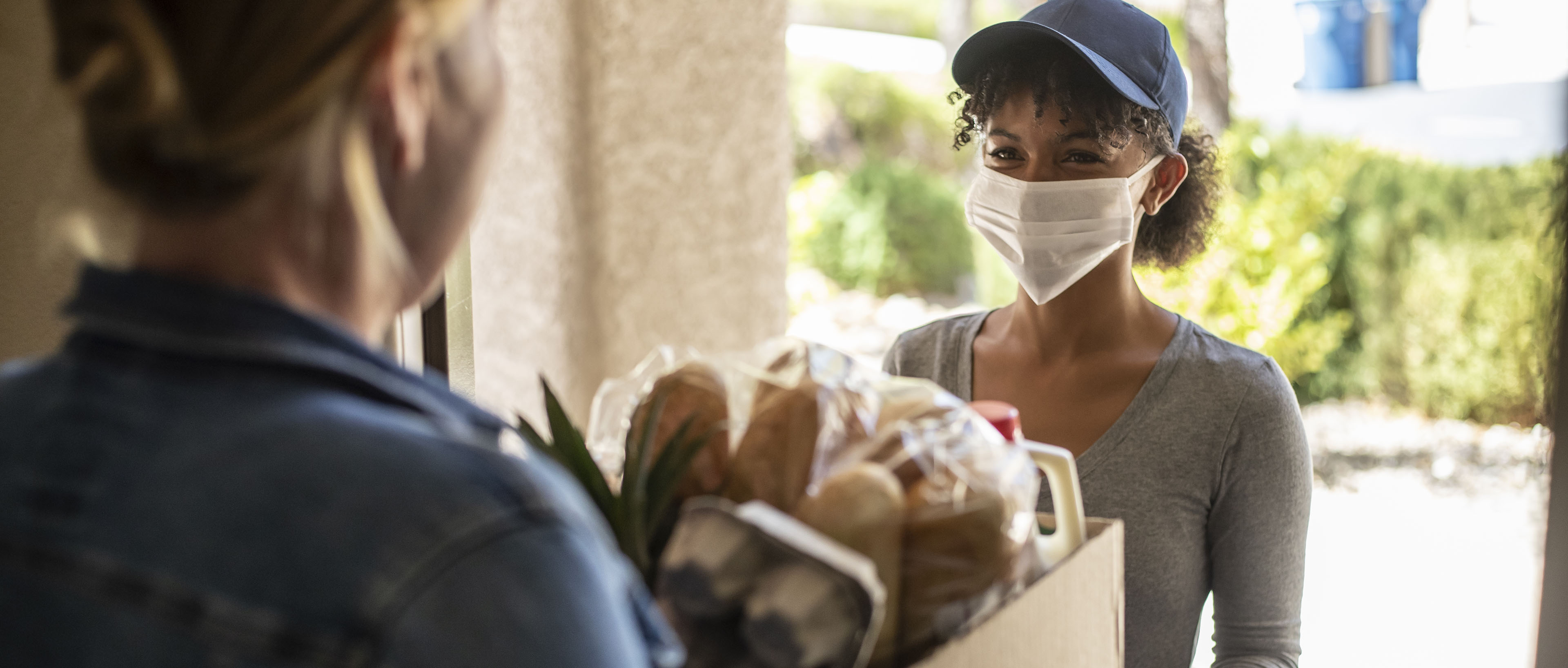 woman in mask delivering food