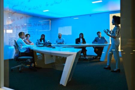 ey-office-team-brainstorming
