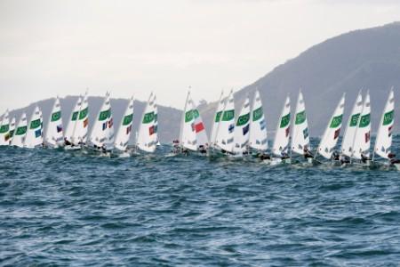Women racing marina da gloria guanabara bay